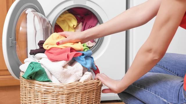 Koliko često perete posteljinu? Neredovito pranje može voditi problemima s kožom i aknama