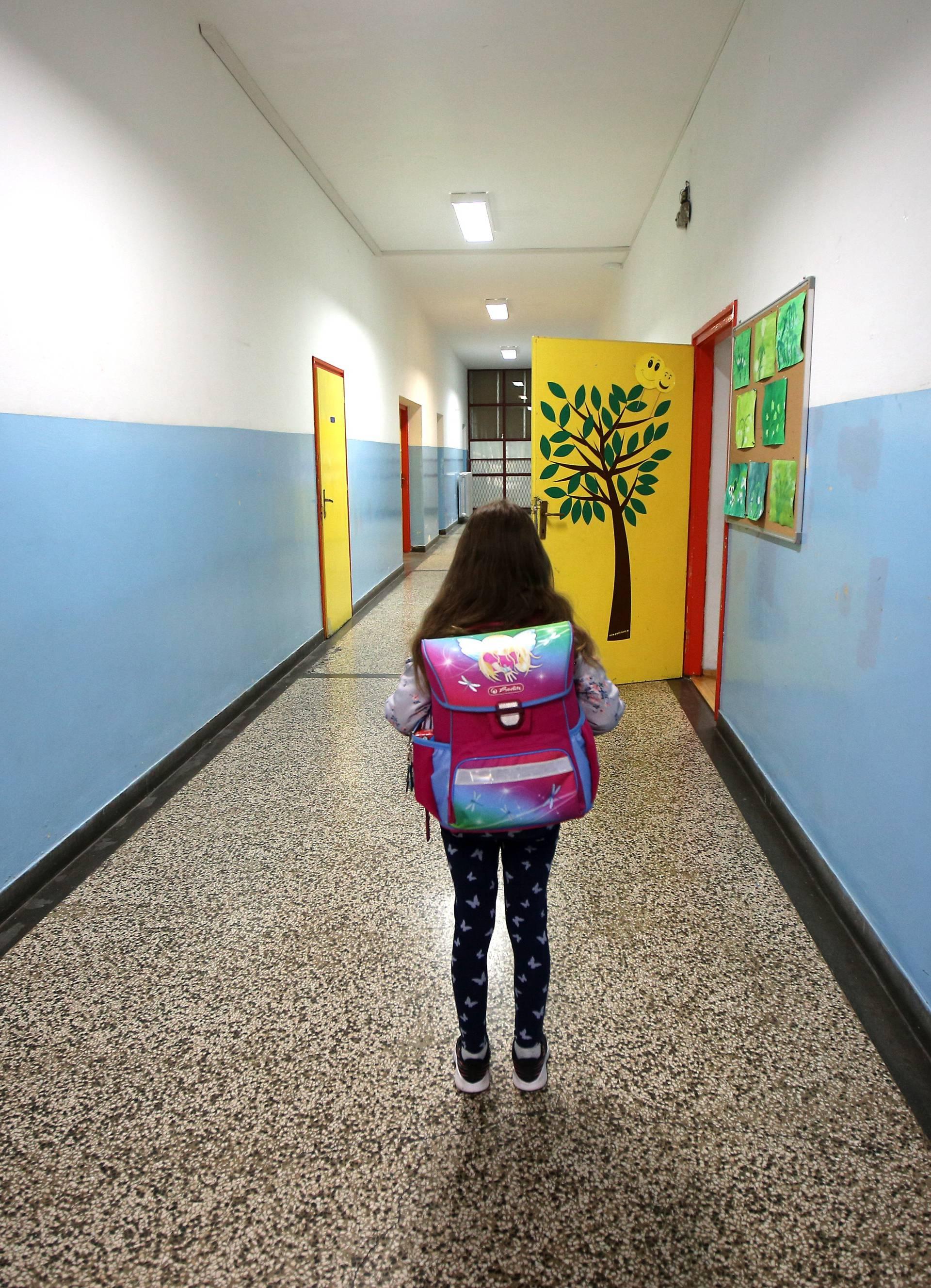 Šibenik: Škole nakon mjesec i pol otovorile svoja vrata, mali odaziv učenika
