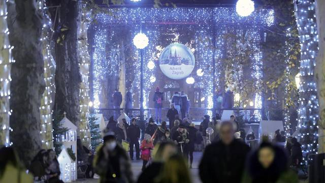 Zagreb: Gužva na Zrinjevcu podsjetila na prošlogodišnji Advent
