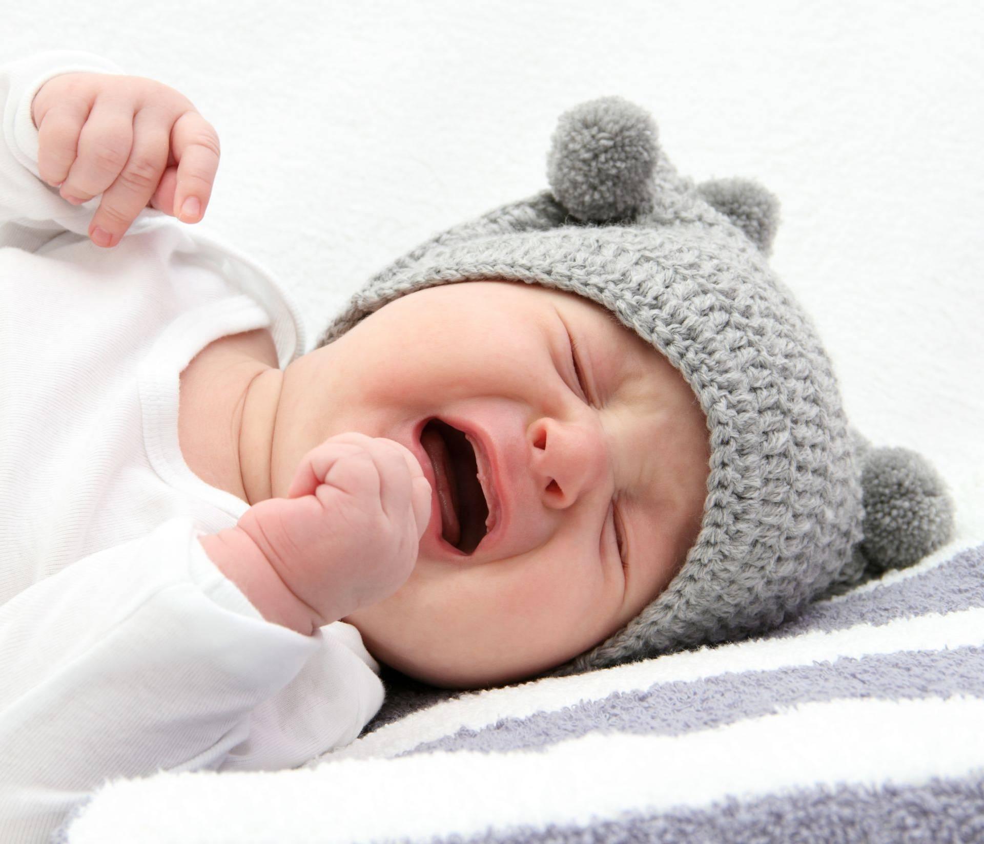 Ako ju nešto jako boli, beba će vas upozoriti glasnijim plačem