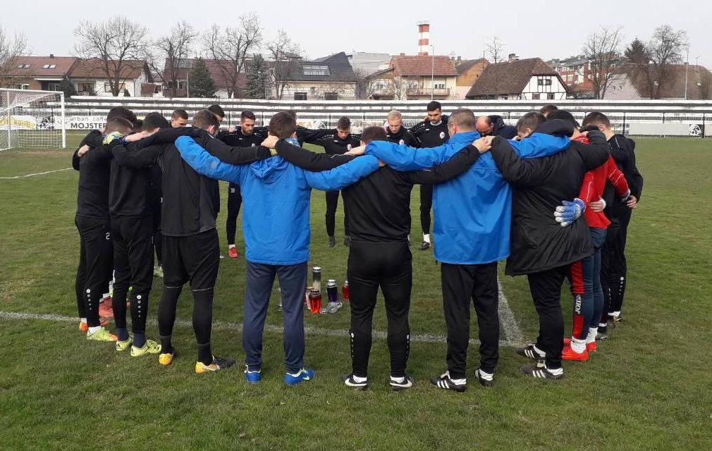 Tišina, tuga i bol: Nogometaši Marsonije pomolili se za Brunu