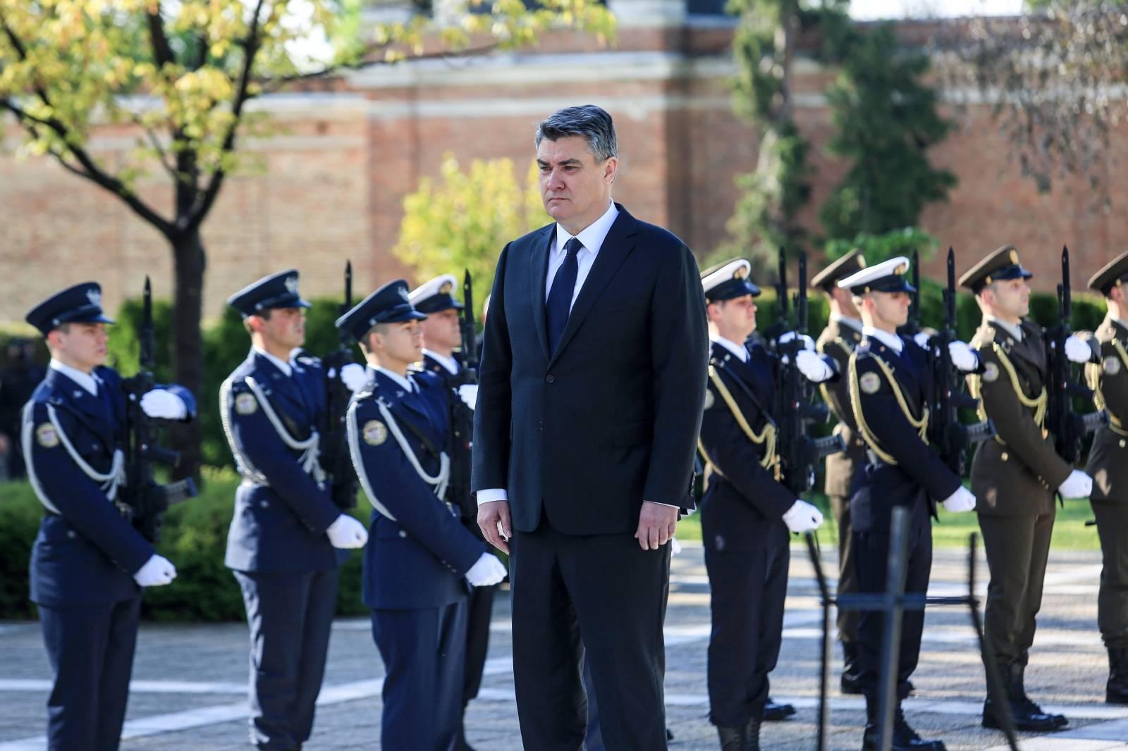 Predsjednik Milanović položenio je vijenac na Mirogoju povodom Dana oslobođenja Zagreba