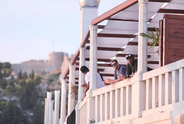 Svi su njih gledali: Jordan šetao u društvu zanosne supruge...