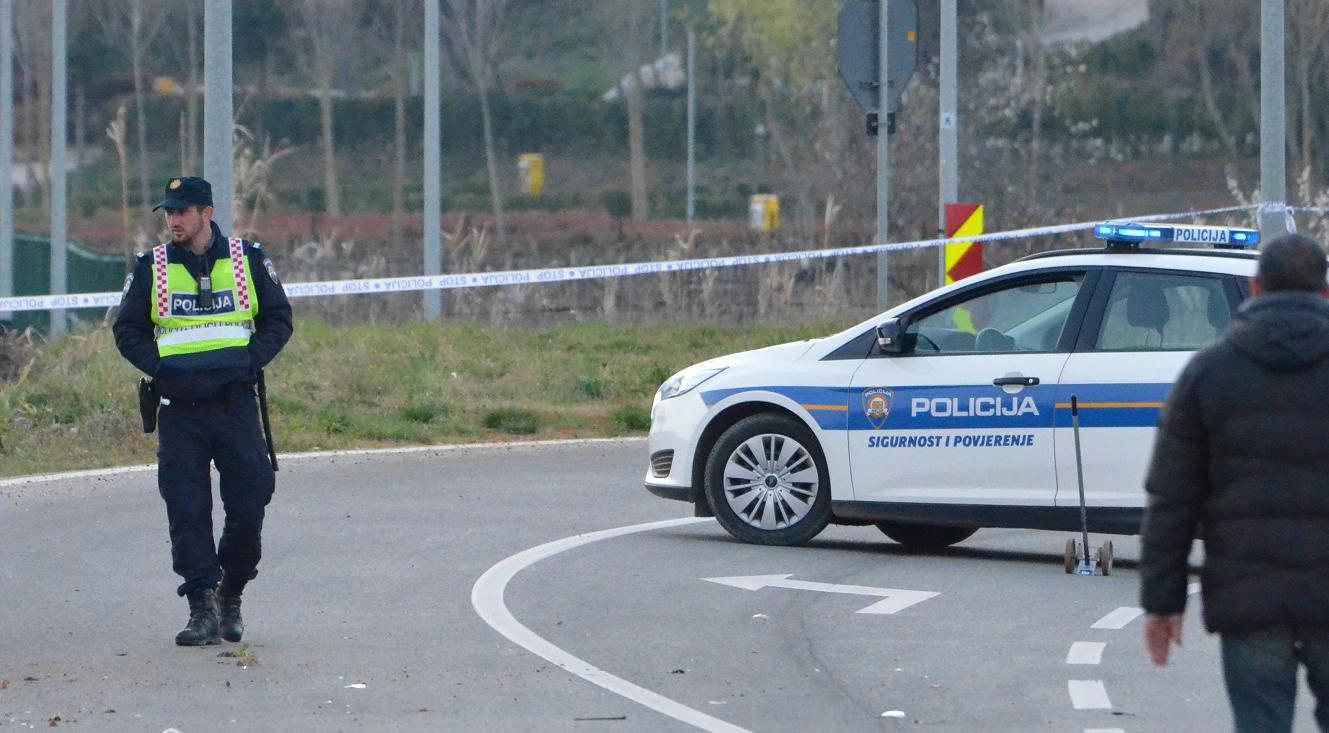 Nesreća kod Umaga: Automobil sletio s ceste i zabio se u drvo