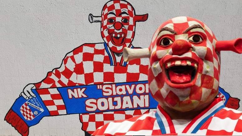 Cro Shrek: 'Prodajem masku da pomognem djeci, dobio sam i mural, a Škoti nas se boje'