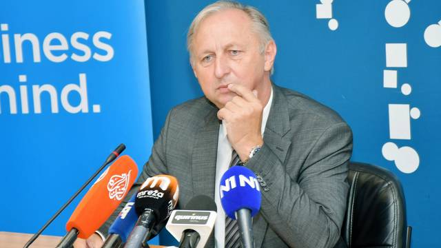 Kutinski gradonačelnik Babić na konferenciji o aferi političkog zapošljavanja