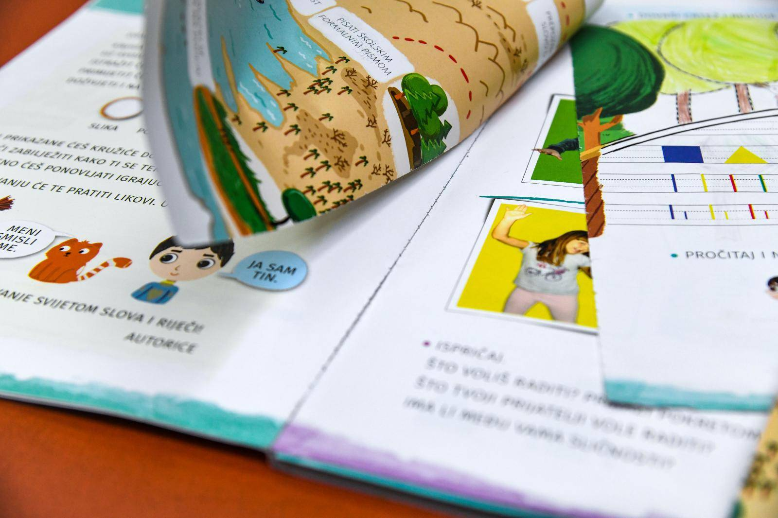 'Djeca su plakala': Prvašićima se udžbenici raspali u rukama