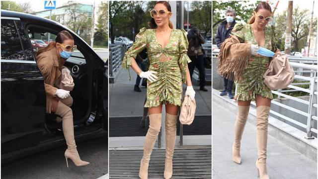 Ana Nikolić pokazala dekolte i istaknula vitke noge u haljini...