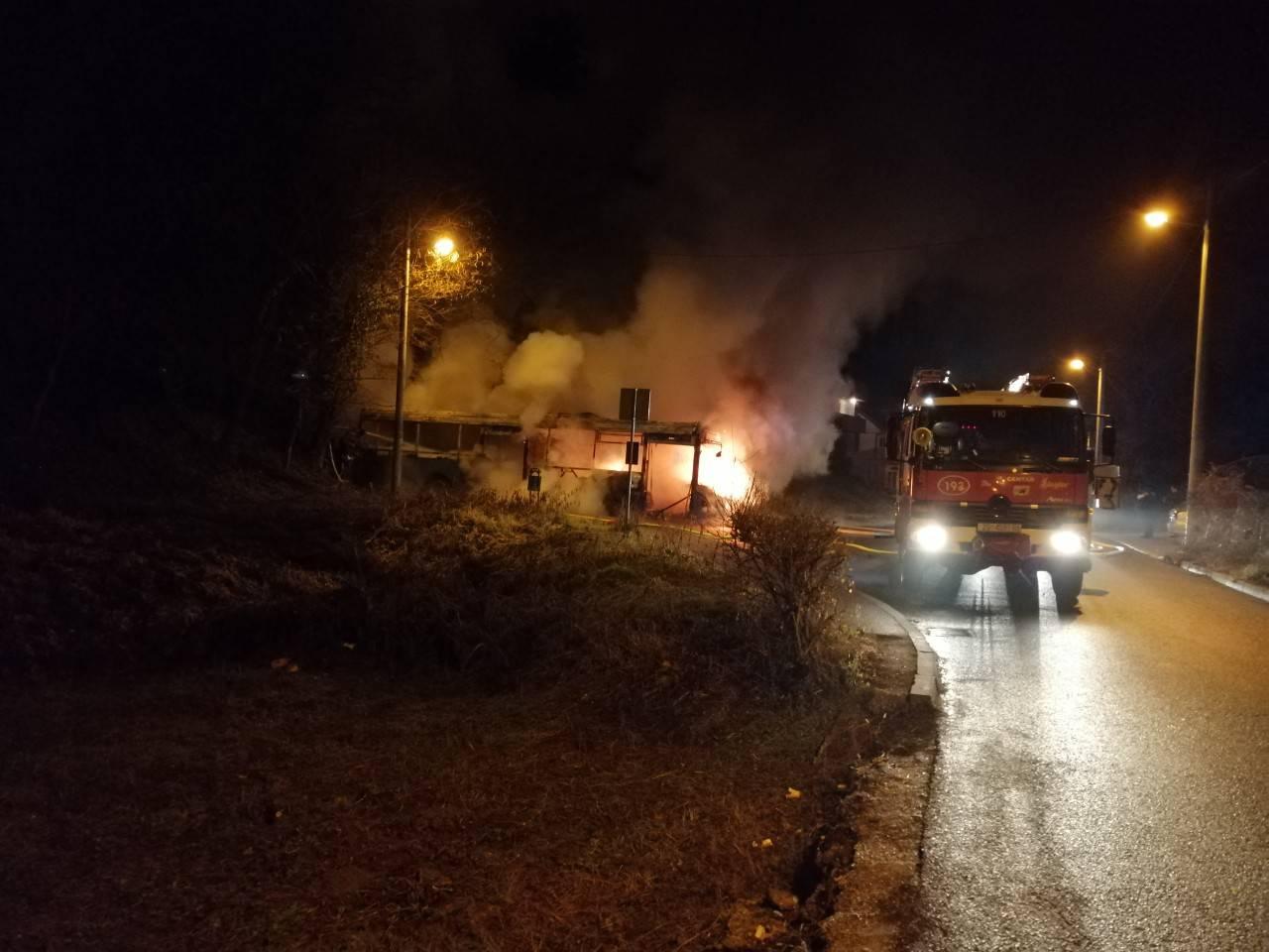 Na Šestinama je izgorio bus ZET-a: Vozač se nagutao dima