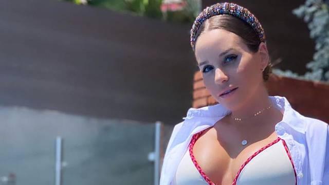 Rakitićeva Raquel mami uzdahe u bikiniju: 'Sezona je otvorena'