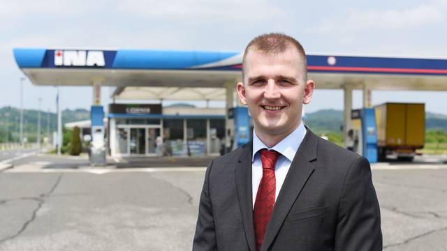 Zamjena: Direktor na tjedan dana radio na benzinskoj postaji