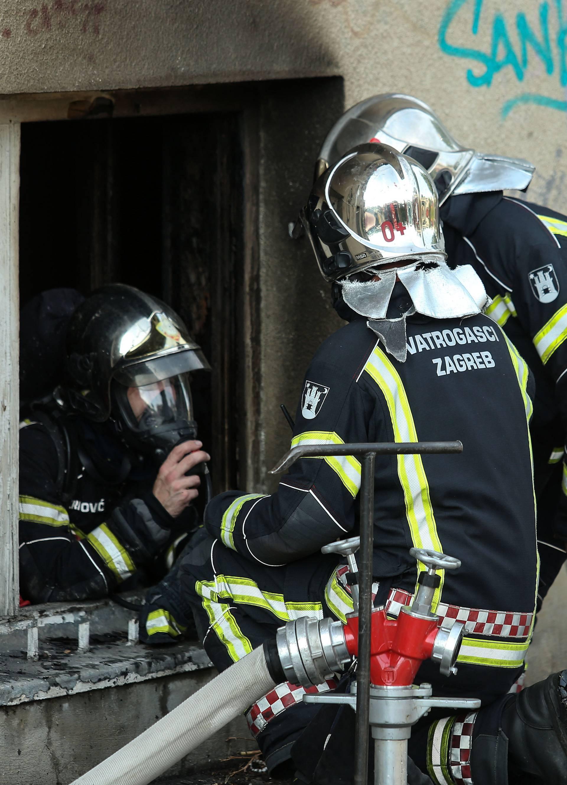 Dvoje ljudi ozlijeđeno u požaru podrumskog stana u Zagrebu
