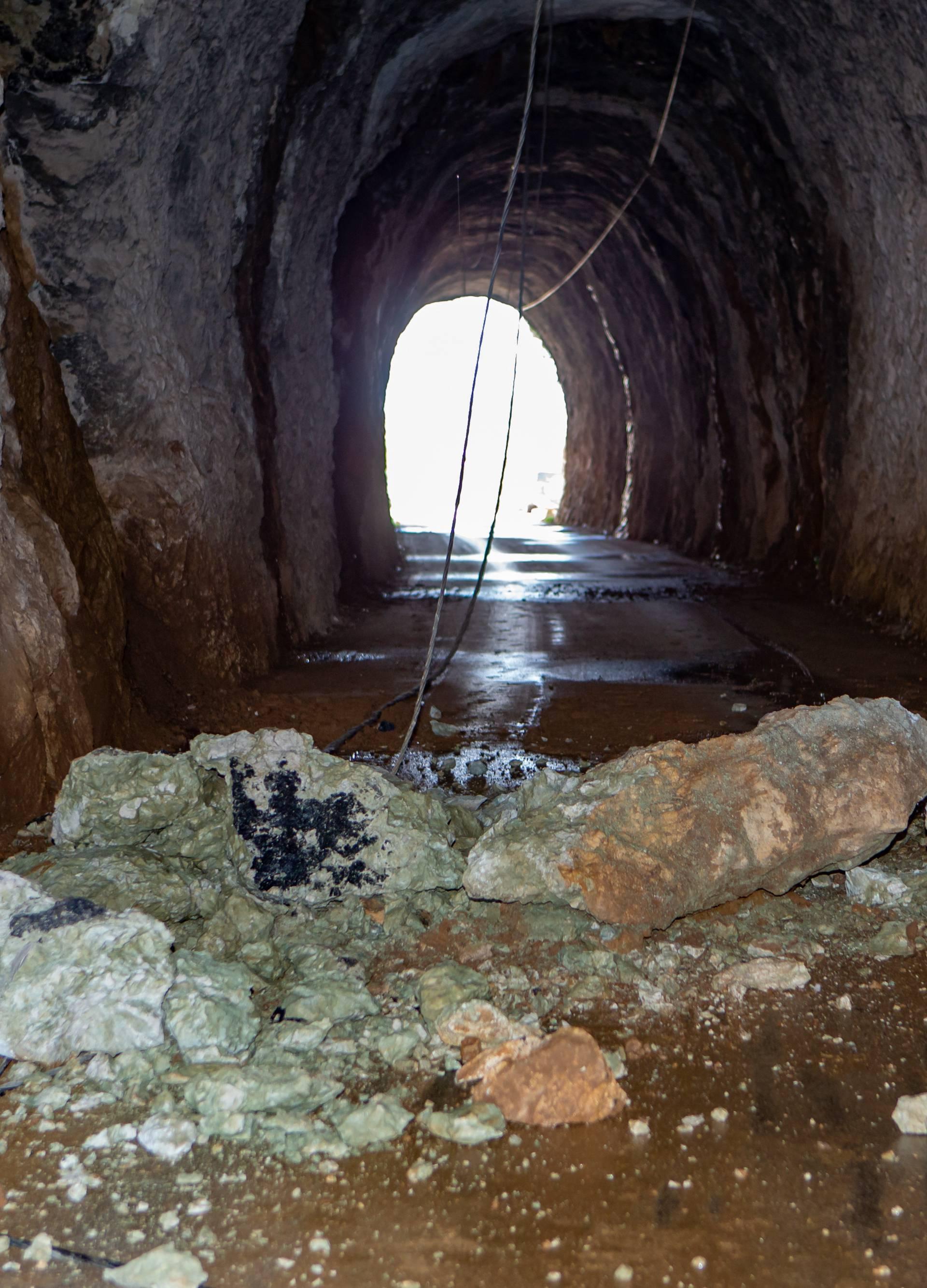 Umalo tragedija: Djeca prošla pa se u tunelu odronila stijena
