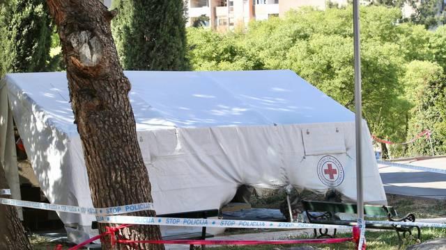Split: Ispred Doma umirovljenika izgorio dio šatora Crvenog križa