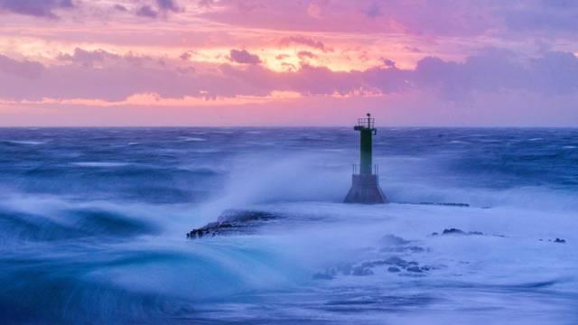 Punta Planka na Jadranu gdje jak vjetar podiže valove