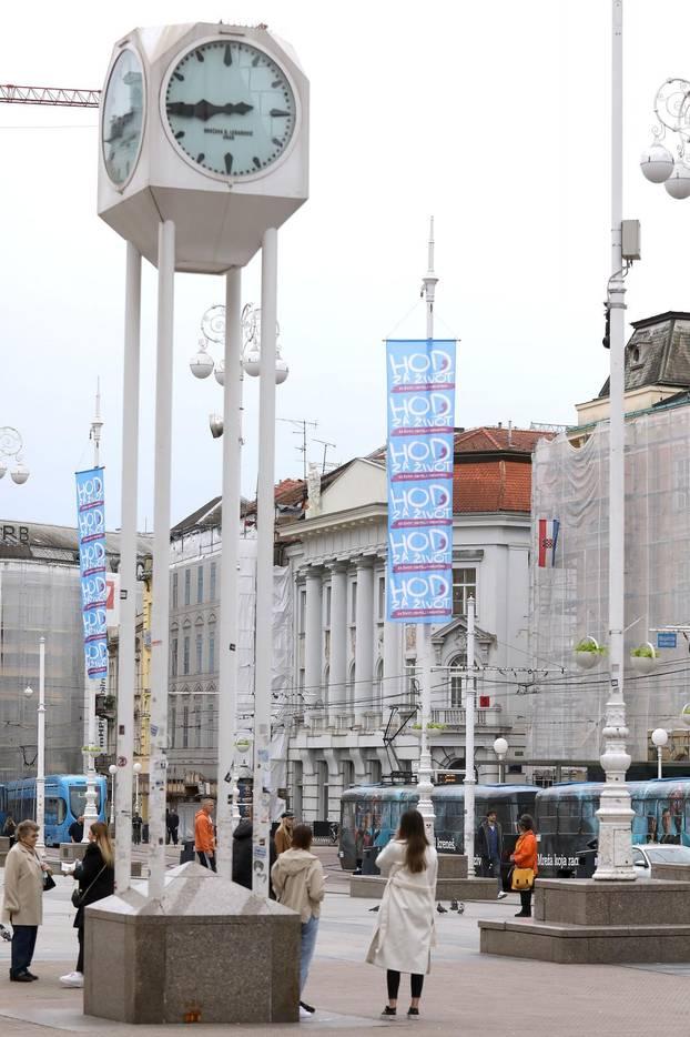 Po Zagrebu postavljene zastave koje najavljuju Hod za život