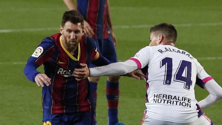Sudac pogurao Barcelonu, a na njega se žalio Messi: 'Pokušava mi dati karton, nevjerojatno...'