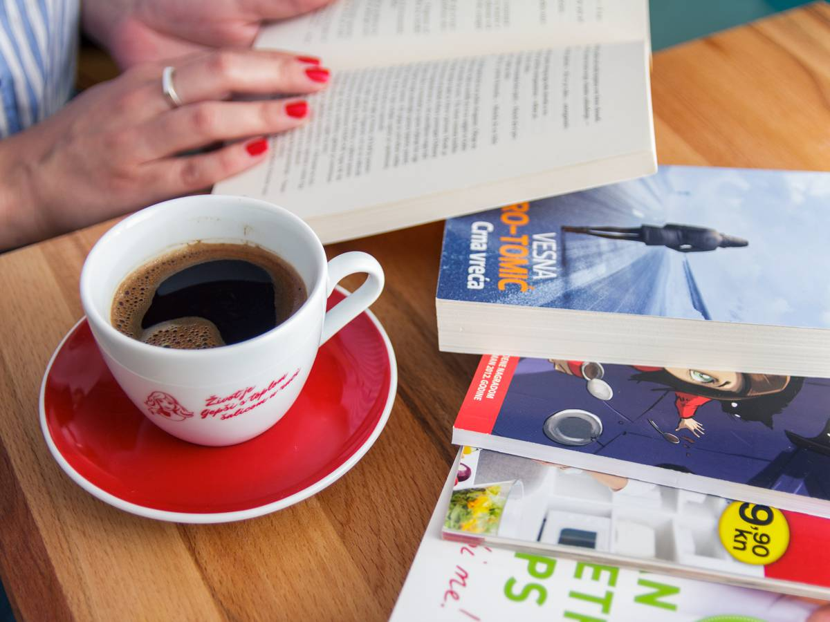 Knjiga i Franck kava omiljena su kombinacija ovoga ljeta