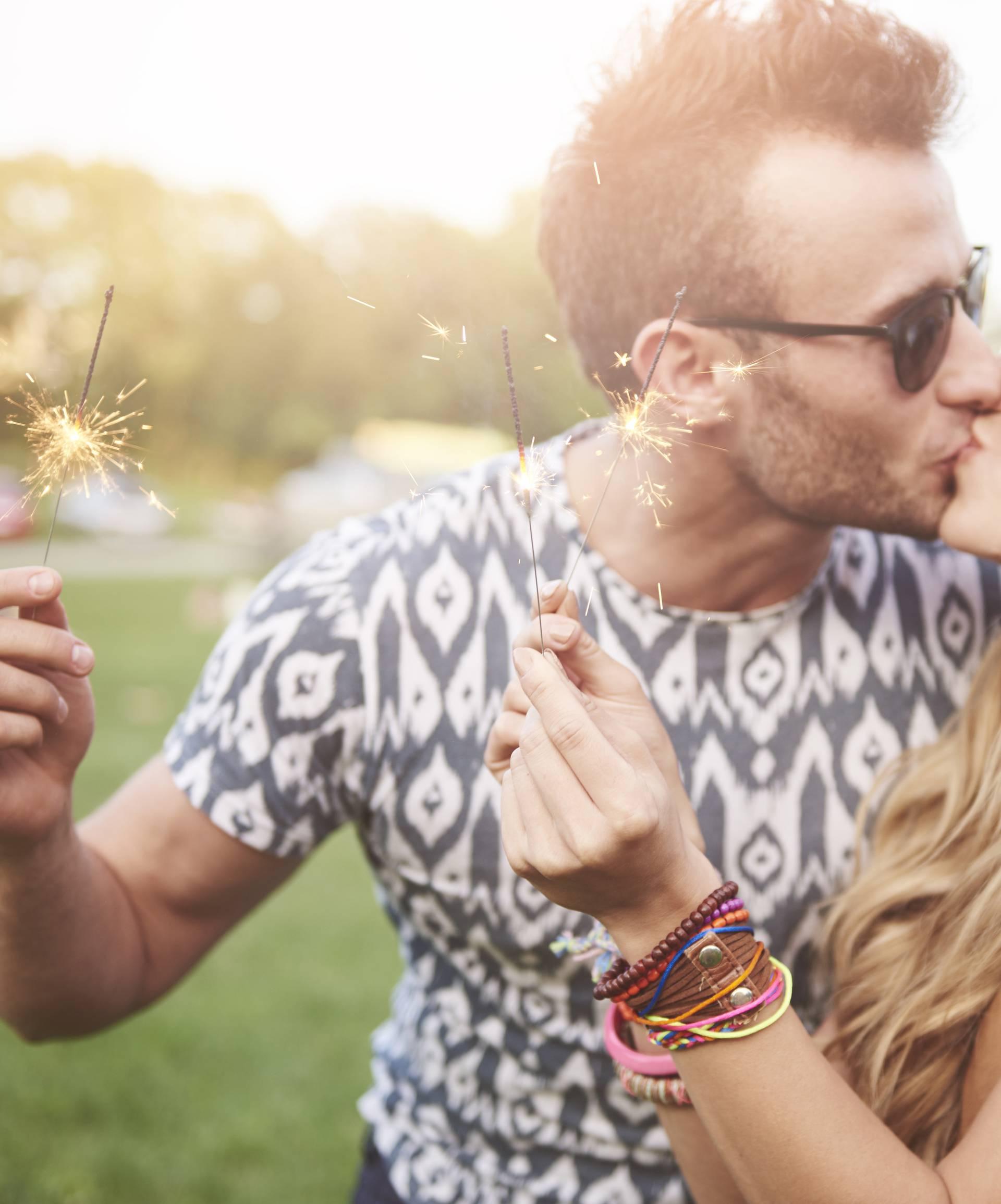 Ljubljenje sagorijeva kalorije, a umanjuje i alergijske reakcije