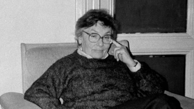 Urednica HRT-a Zora Dirnbach preminula je  u 90. godini...