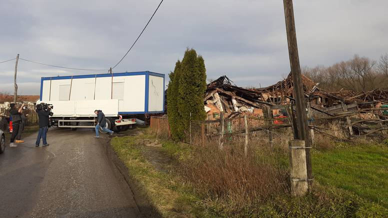 Postavljaju prve kontejnere u Majskim Poljanama, mještani neće morati opet spavati vani