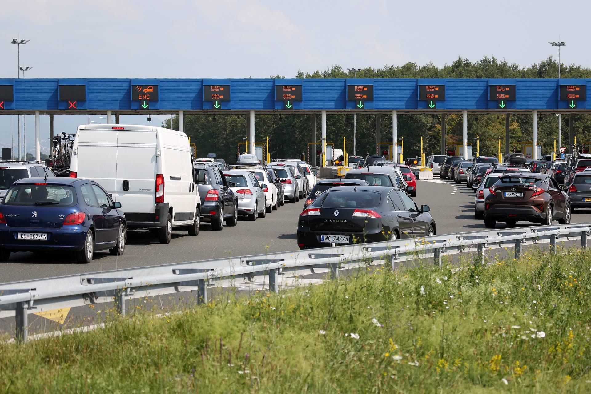 HAK: Pojačan promet na A1 i A6, a gužve su i na granicama