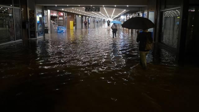 Prijavili čak 800 poplavljenih objekata, Bandić produžio rok!