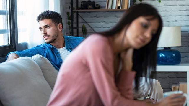 7 ključnih greški koje parovi rade, a mogu ih koštati veze