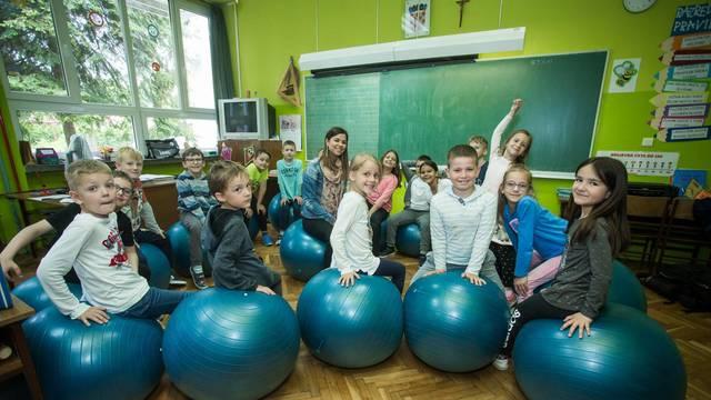 'Njišemo se, cupkamo i već bolje učimo na pilates loptama'
