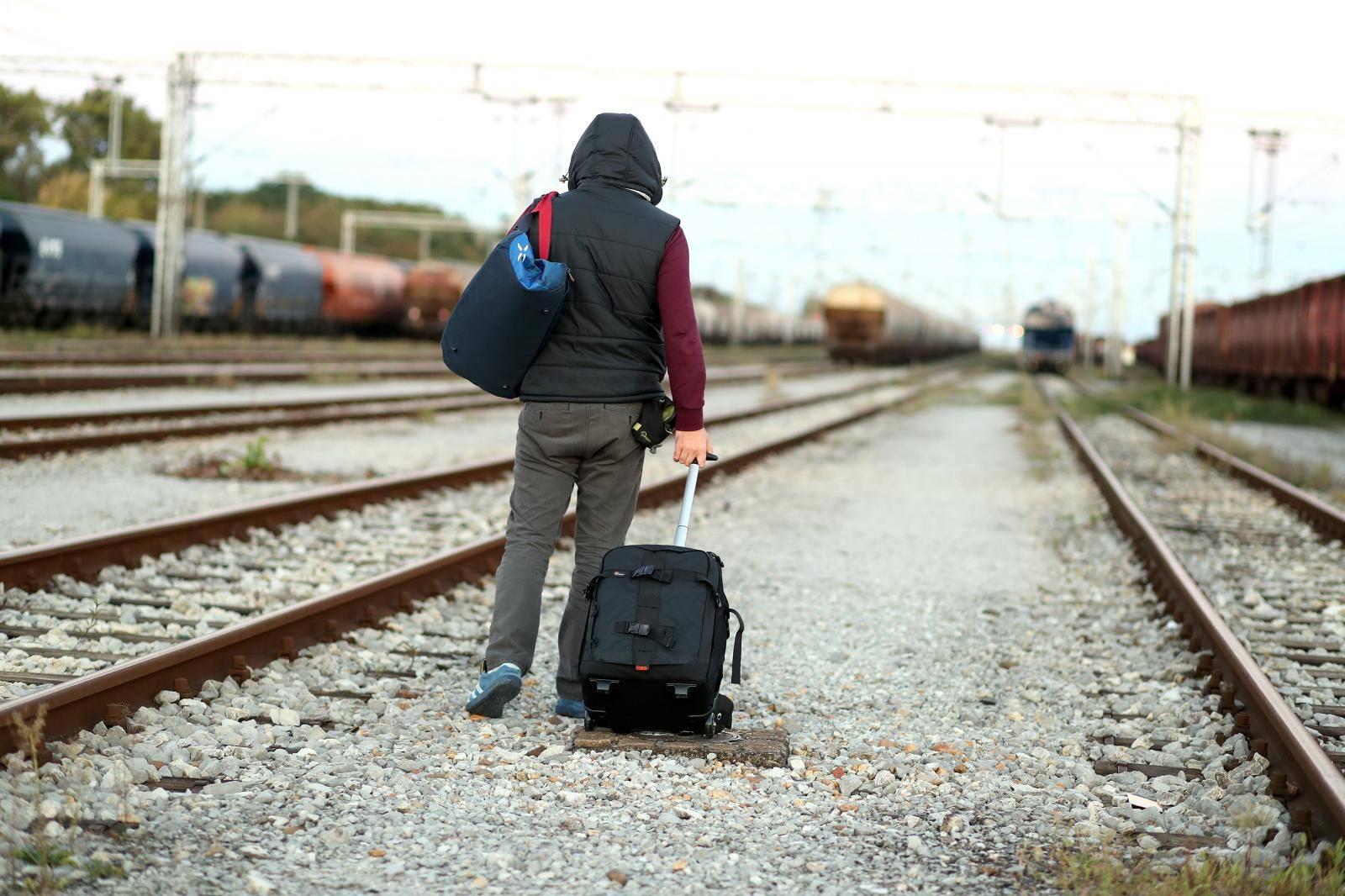 Ilustracija za odlazak mladih u inozemstvo