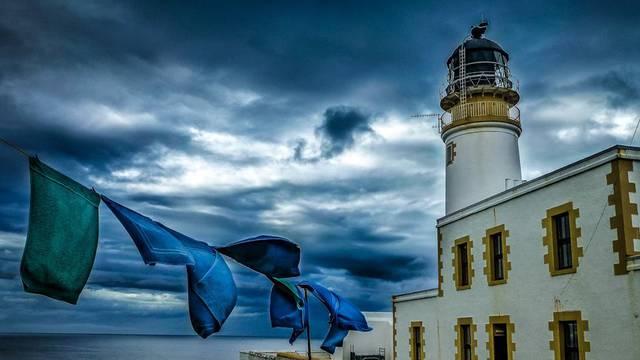 Odmor za dušu i tijelo: Prodaje se osamljeni svjetionik na obali
