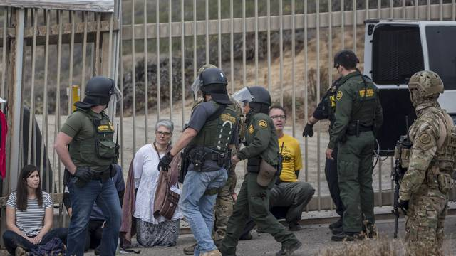 Migrants on the border with the USA