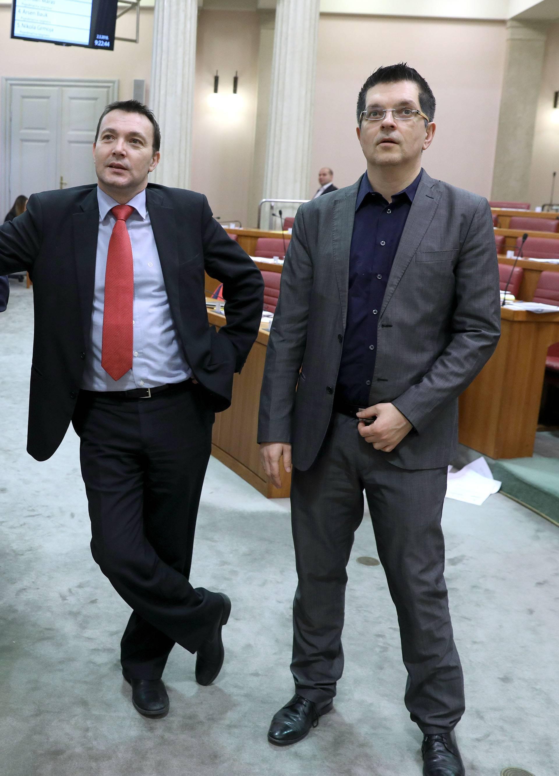 SDP i HDZ za novi poslovnik, Most i Živi Zid se usprotivili?