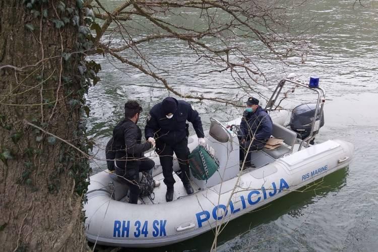 Policija spasila migrante: Bili su na otoku na Uni, pothlađeni