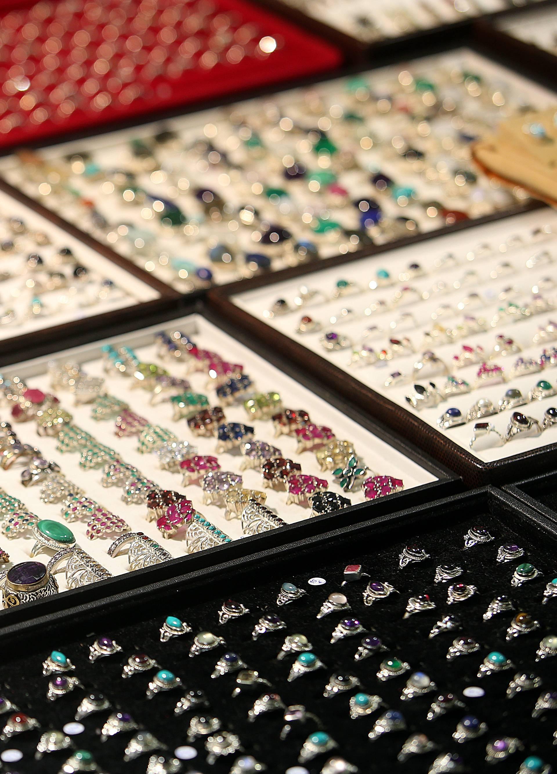 Umjesto dijamanata žene sada vole i rubine i opale za zaruke