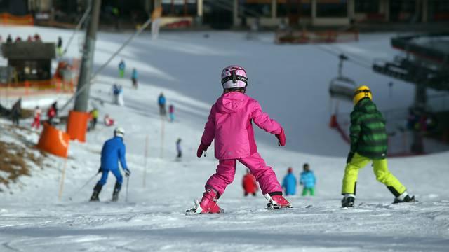 Stotine Britanaca pobjeglo iz izolacije u švicarskom skijalištu