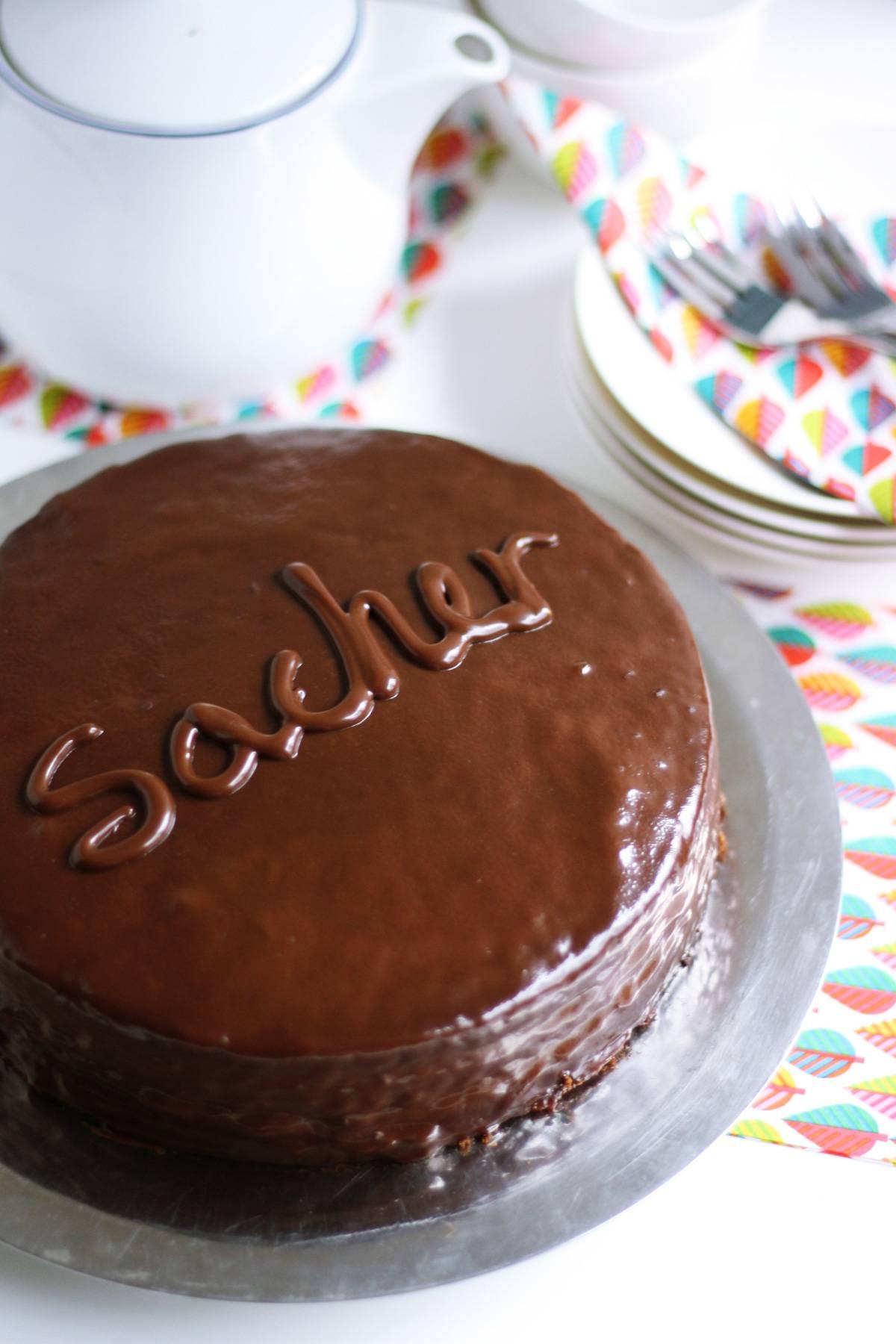 Čokoladna fantazija: Sacher torta s domaćim pekmezom