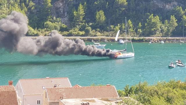 Nema ozlijeđenih: Planula je jedrilica u Rijeci dubrovačkoj
