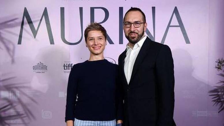 Tomaševićeva supruga privukla poglede zanimljivim modnim odabirom na premijeri 'Murine'