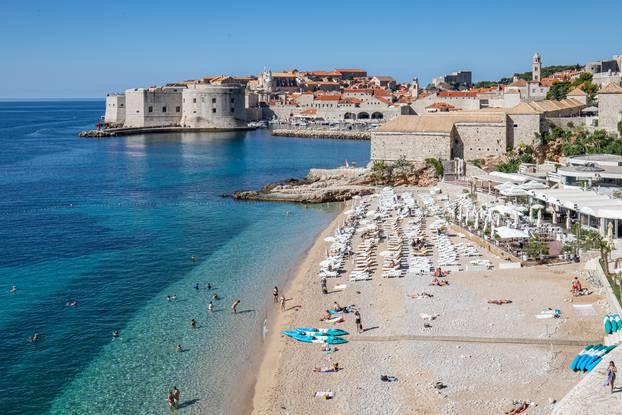 25.09.2021., Dubrovnik - Kraj rujna u Dubrovniku. Velike grupe turista u obilasku grada. Photo: Grgo Jelavic/PIXSELL