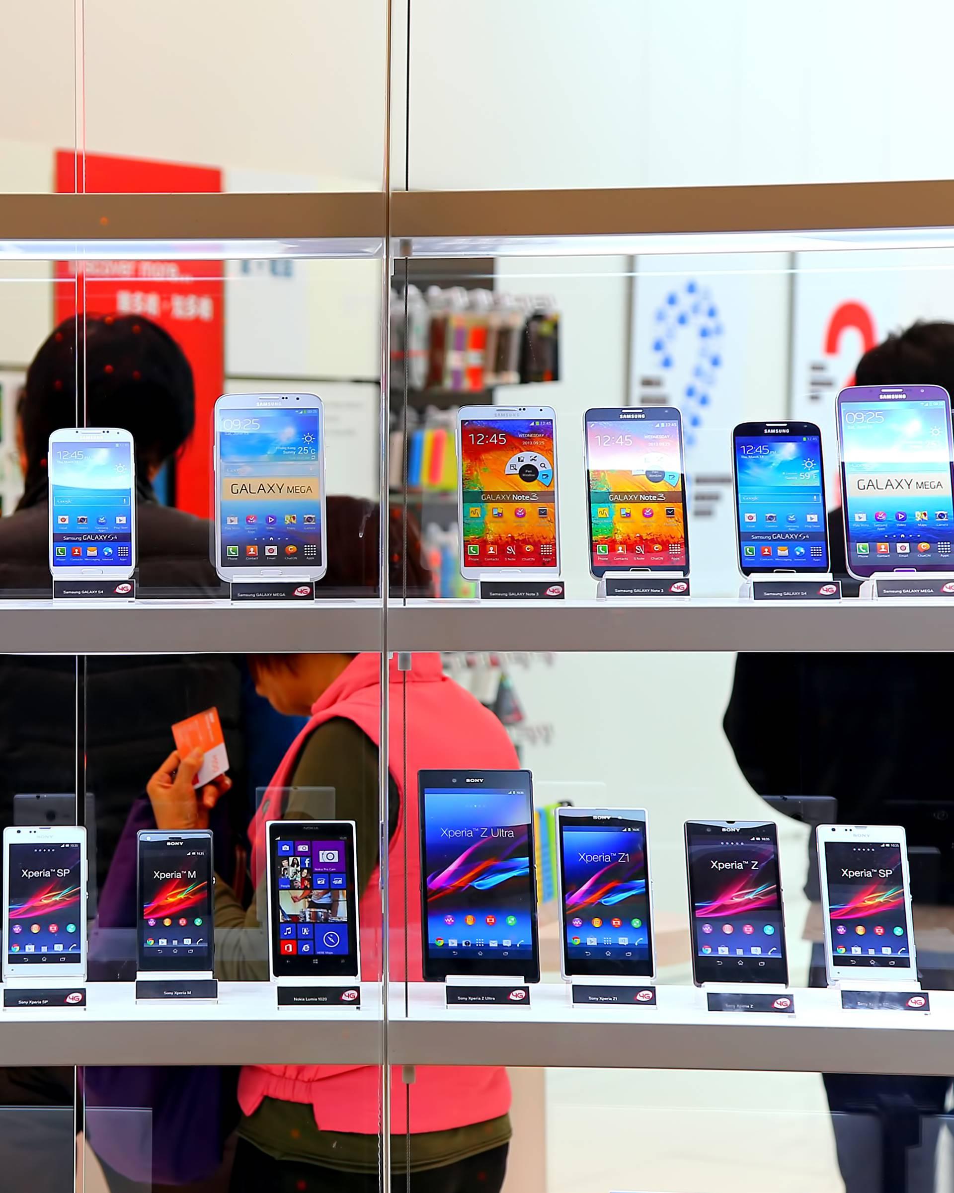 Oglasili se rivali: Ne pada nam na pamet usporavati telefone