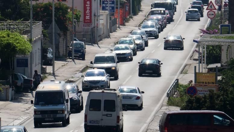 Ogromne gužve od Omiša do Splita: 'Za sat vremena sam prešao par stotina metara'