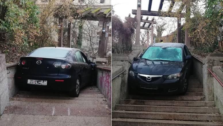 Vozačica je bila pijana:  Autom sletjela niz Schlosserove stube