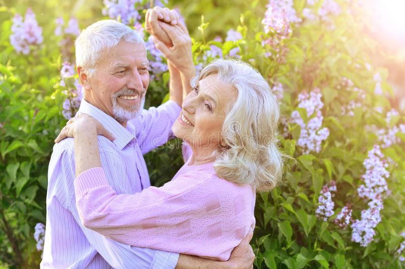 Ples bolje nego hodanje čuva od demencije - rasplešite se!
