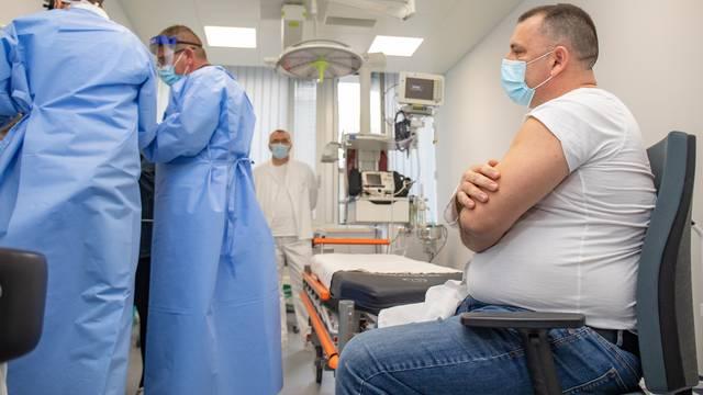 Šef bolnice preko reda cijepio punca, punicu i svećenike: Beroš šalje inspekciju u Dubrovnik
