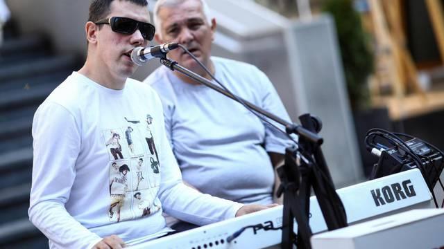 Zvijezda Hrvatskog Supertalenta Denis Barta vratio se na ulice Sarajeva