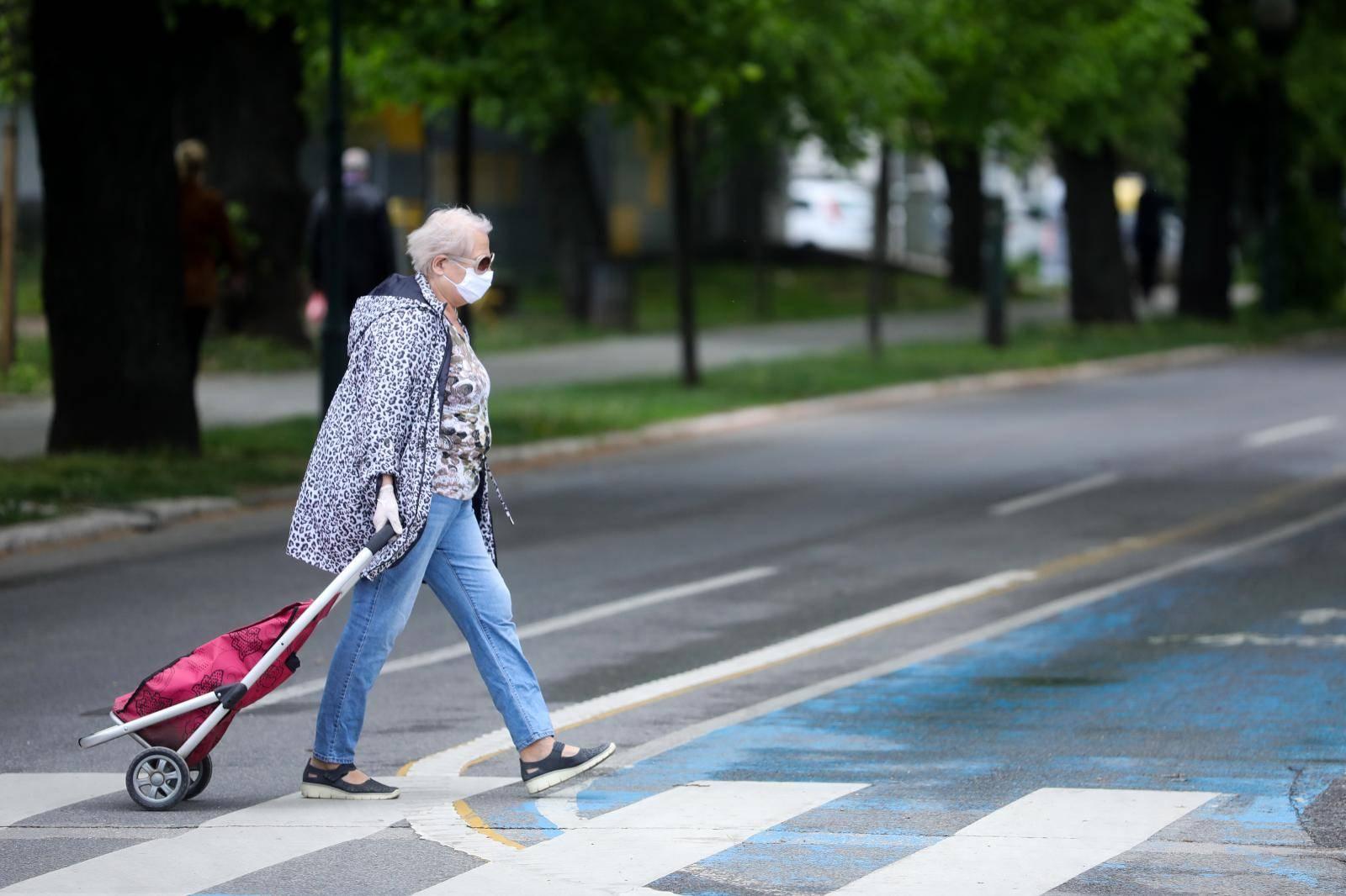 Sarajevo: Starijima od 65 godina dozvoljen izlazak tri dana u tjednu od 9-13 sati