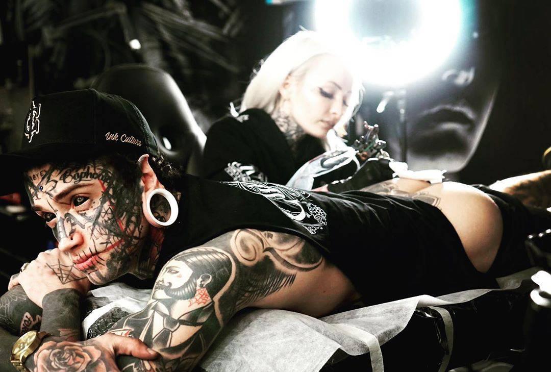 Mladić tetovirao očne jabučice, uklonio pupak i prepolovio jezik