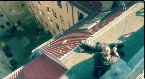 Bacio drogu na krov: Policija je uzela štap i pecala - doslovno!