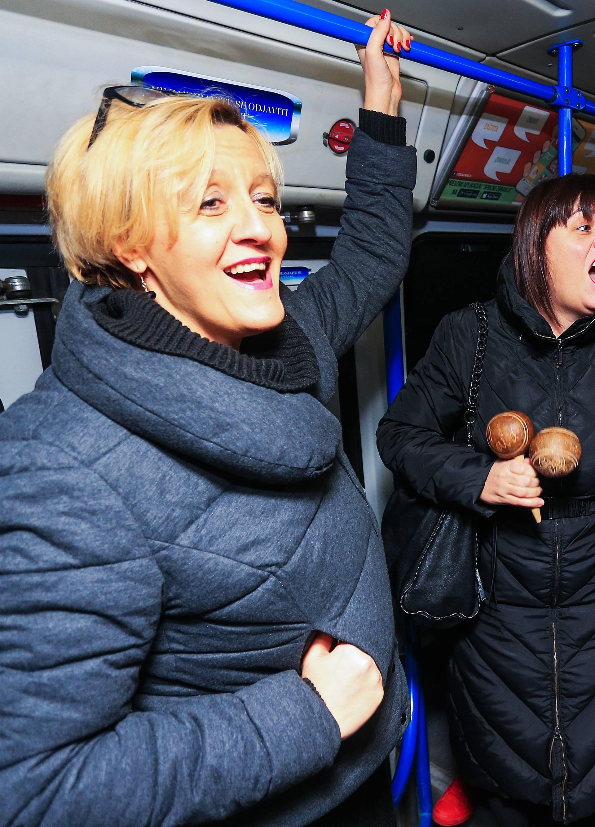 Zbor Lipa iznenadio Osječane, u tramvaju im zapjevali hitove